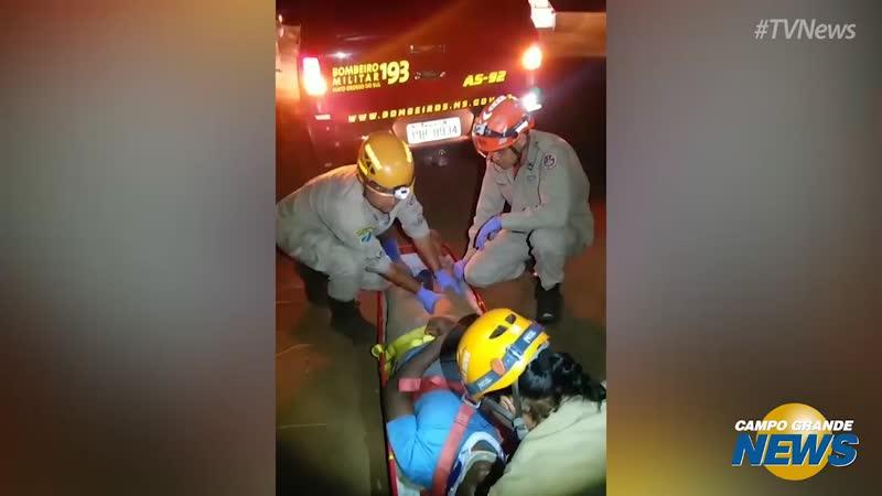 Chefe de cozinha é resgatado pelos bombeiros na cachoeira do Ceuzinho