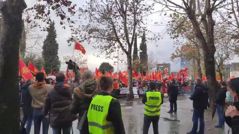 """""""Izdaja"""": Protest ispred Skupštine"""