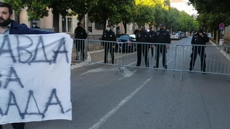 Okupljanje ispred Vlade