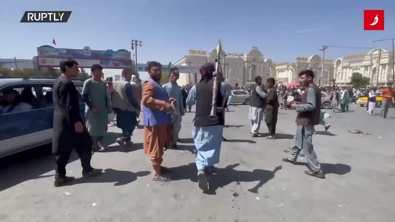 Naoružani ljudi s bazukama u kaosu Kabula, čuju se pucnjevi