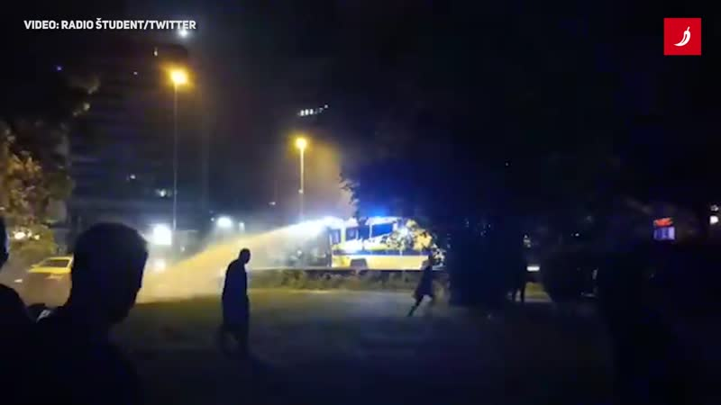 Slovenski policajci prosvjednike u Ljubljani tjerali vodenim topom